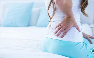 Пятна на спине красные и чешутся, шелушатся: причины и лечение