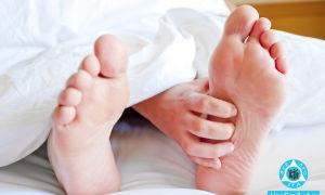 Чешутся ноги: возможные причины зуда