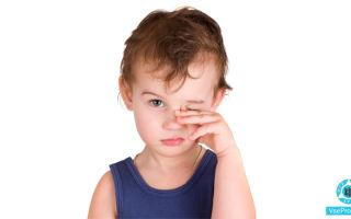 У ребенка опухли глаза и чешутся: что делать, причины красноты