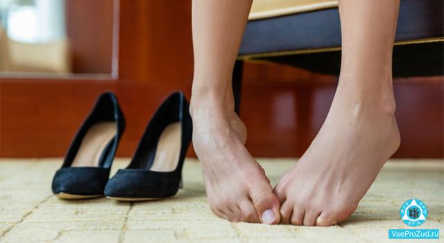 у женщины чешется между пальцев ног