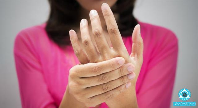 у женщины чешется кисть руки